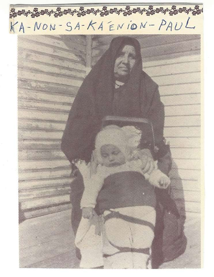 Sarot Kanonsaka'enion Paul and her granddaughter Charlotte Paul-Deer circa 1915. (Courtesy KORLCC)
