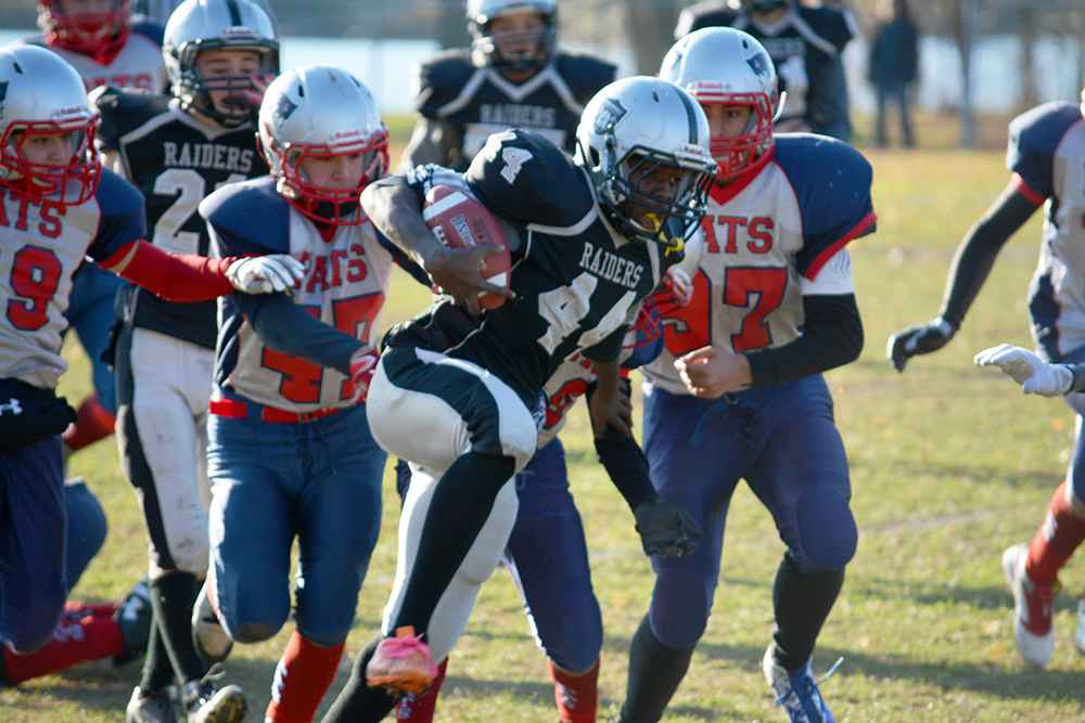 Raiders running back Steve Bradley scored three touchdowns during Sunday's game against the Western Patriotes. (Jessica Deer The Eastern Door)